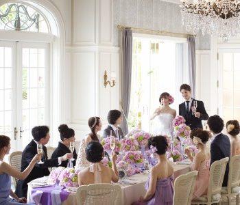 食事と会話を楽しみながら過ごすご家族との食事会