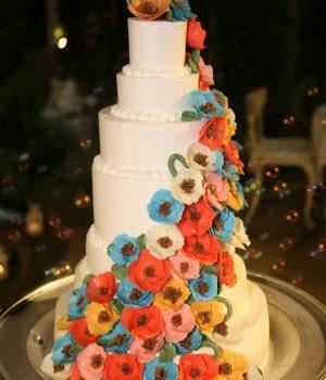 デザインはカラードレスに合わせて~ウェディングケーキ~