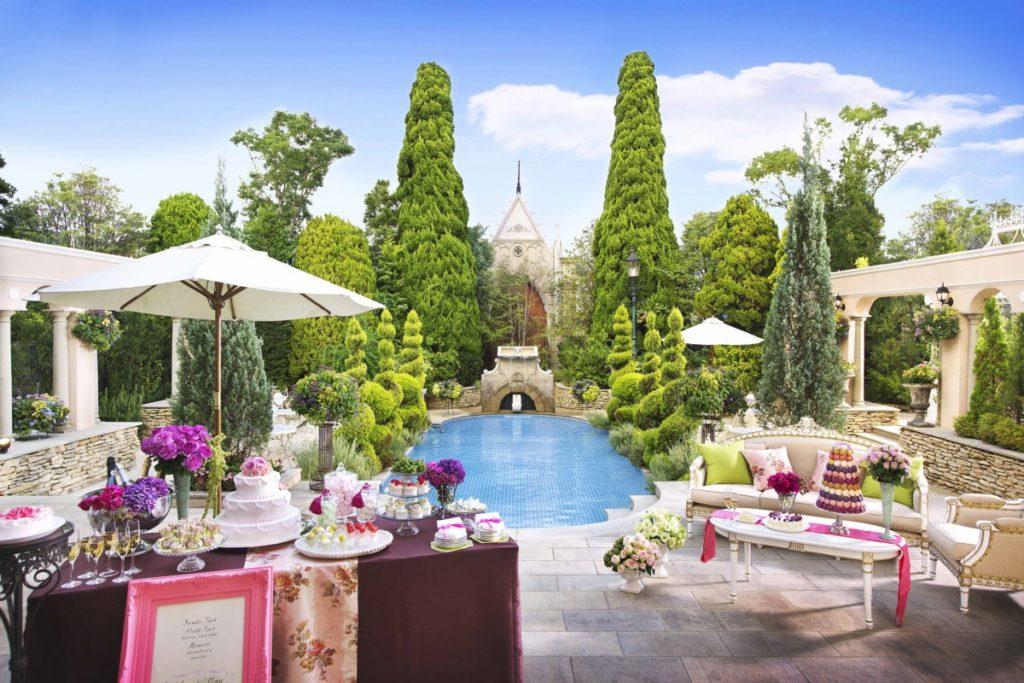 2018夏季限定のフルコースのお料理や、<br /> お洒落なカクテルも入ったお飲み物などでゲストをおもてなし。<br /> 独立型の大聖堂で、大切なゲストに誓いをかわす人前結婚式。<br /> 非日常の空間を貸し切って、ゲストもふたりも満足なプランです。<br /> <br />