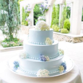 主張しすぎないウェディングケーキはおふたりを引き立てます