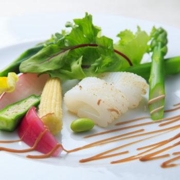 アオリイカと新鮮野菜のヴァーニャカウダ仕立て