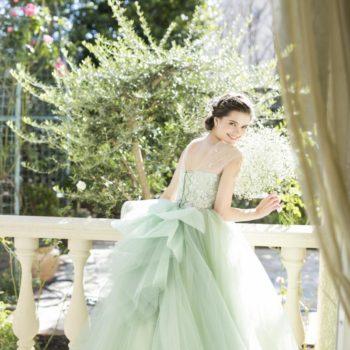 Misato Kowakiのシャーベットグリーンドレス