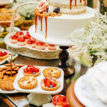季節の果物を贅沢につかったスイーツの饗宴