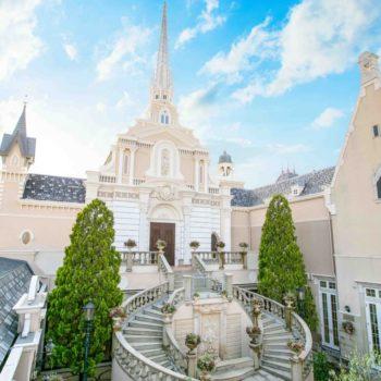 天高く聳え立つ大聖堂の広場