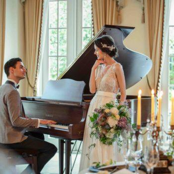 パーティ会場にはグランドピアノがあるので心温まる演出も可能