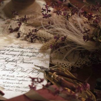 ドローイングルームはかつて貴族が手紙をかいた部屋とも言われている