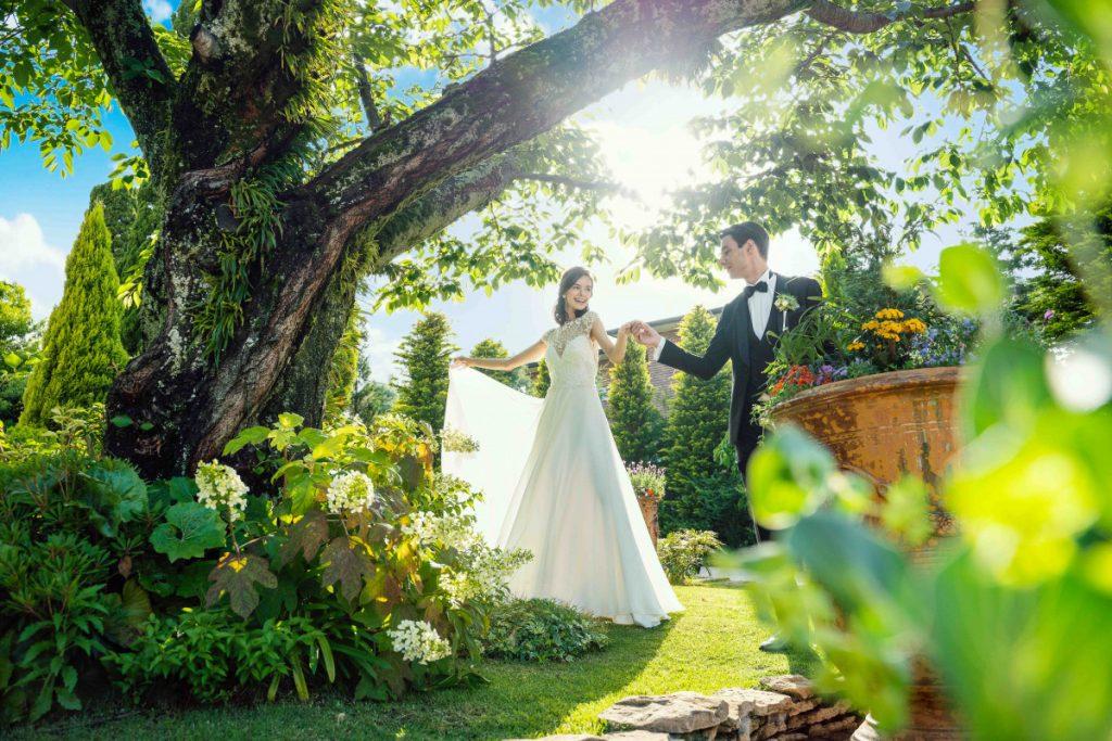 MESSAGE<br /> <br /> 今回は、フォトウエディングのご案内になります。<br /> 新郎新婦様の記念のお写真を大切にさせて頂く結婚式となります。<br /> 昨今、コロナウイルスの影響や結婚式の簡略化が進んでいく中で、<br /> 少しでも地域の皆様のお役に立ちたいと考えプランを考案しました。<br /> <br /> これからも、地域社会に貢献できるよう歩んでいきます。<br /> エスプリ・ド・ナチュールを今後も<br /> 応援いただけましたら幸いでございます。<br /> <br />